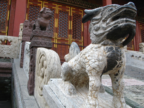 dog-statue-at-imperial-palace-in-shenyang.jpg